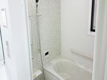 明るく上品な仕上がりにしていただき、お風呂の時間が快適になりそうです。