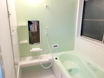 暖かみのある広々としたお風呂に生まれ変わり、とても満足しています。
